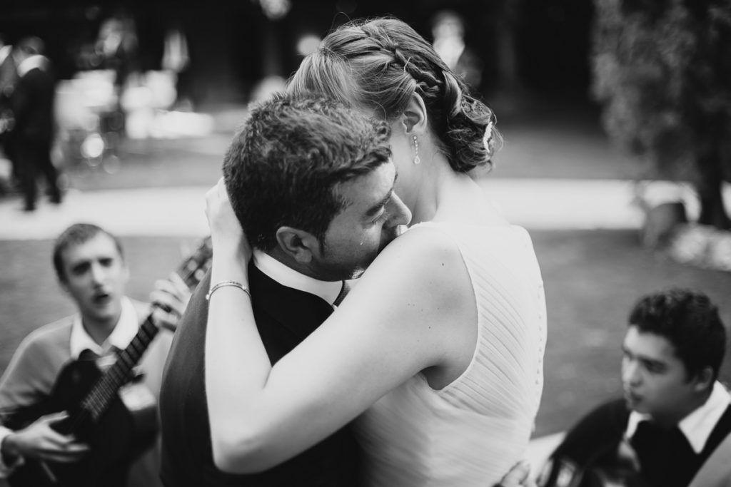 Boda en Zaratán (Valladolid) - abrazos - amor - felicidad