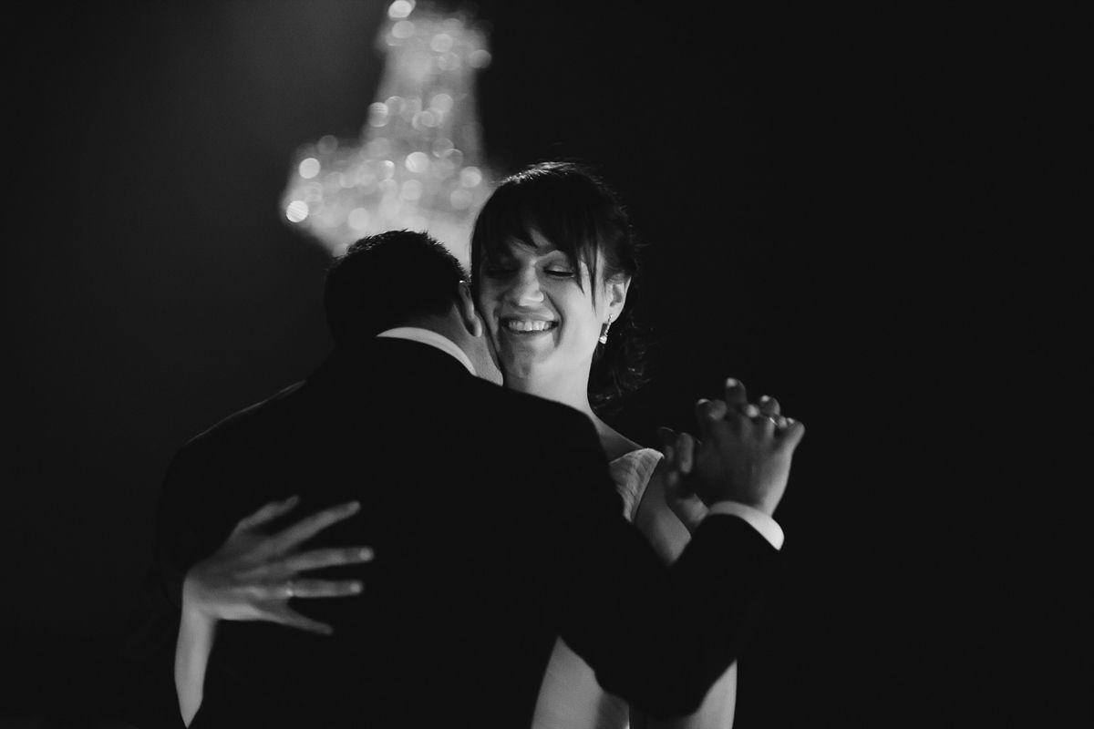 novios bailando en el restaurante fuente los angeles - reportaje boda valladolid