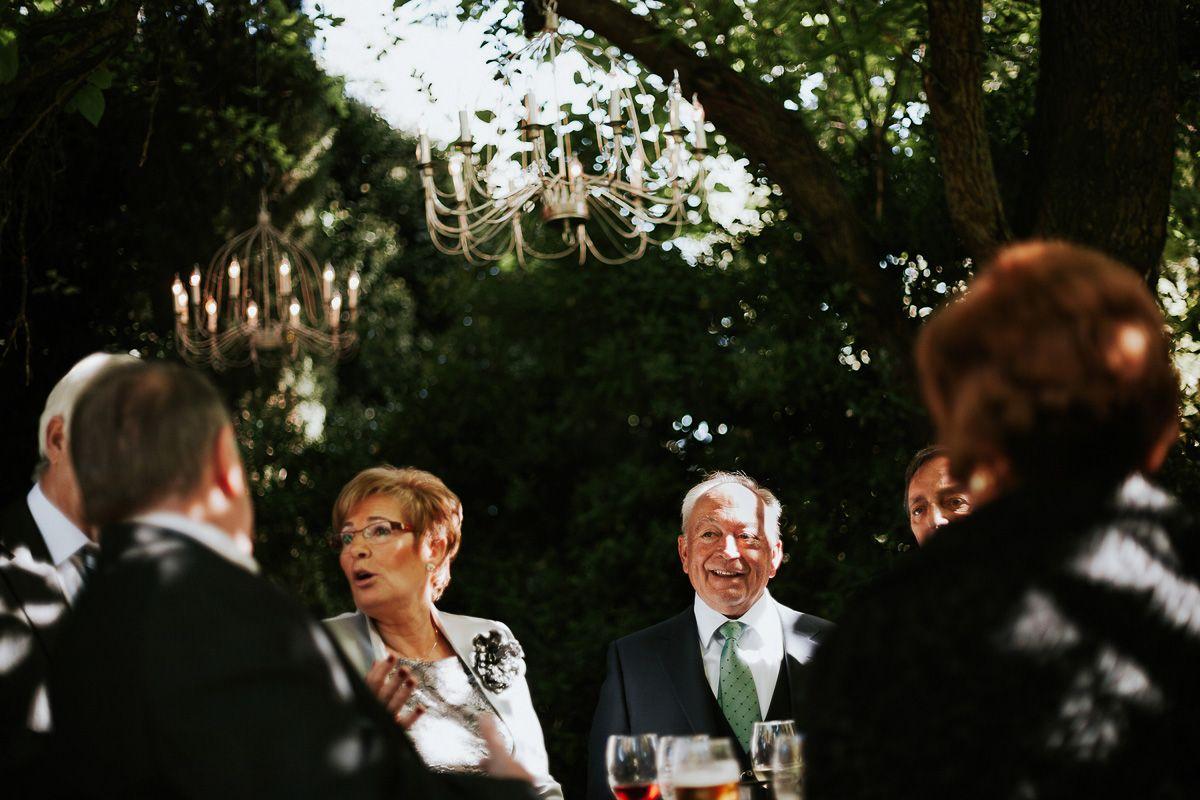invitados riendo en el cocktail del restaurante fuente los angeles Zaratan