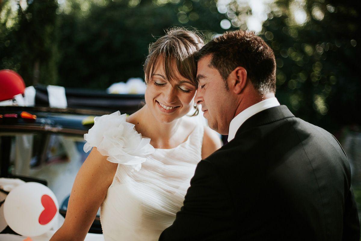 novios sonriendo en su reportaje de boda - fotógrafo bodas Valladolid