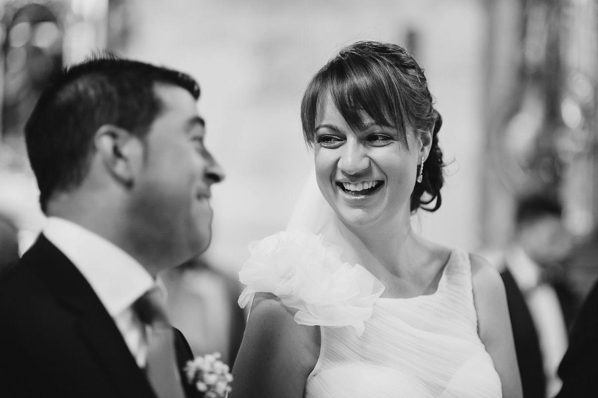Novia riendo después de casarse - reportaje boda Valladolid