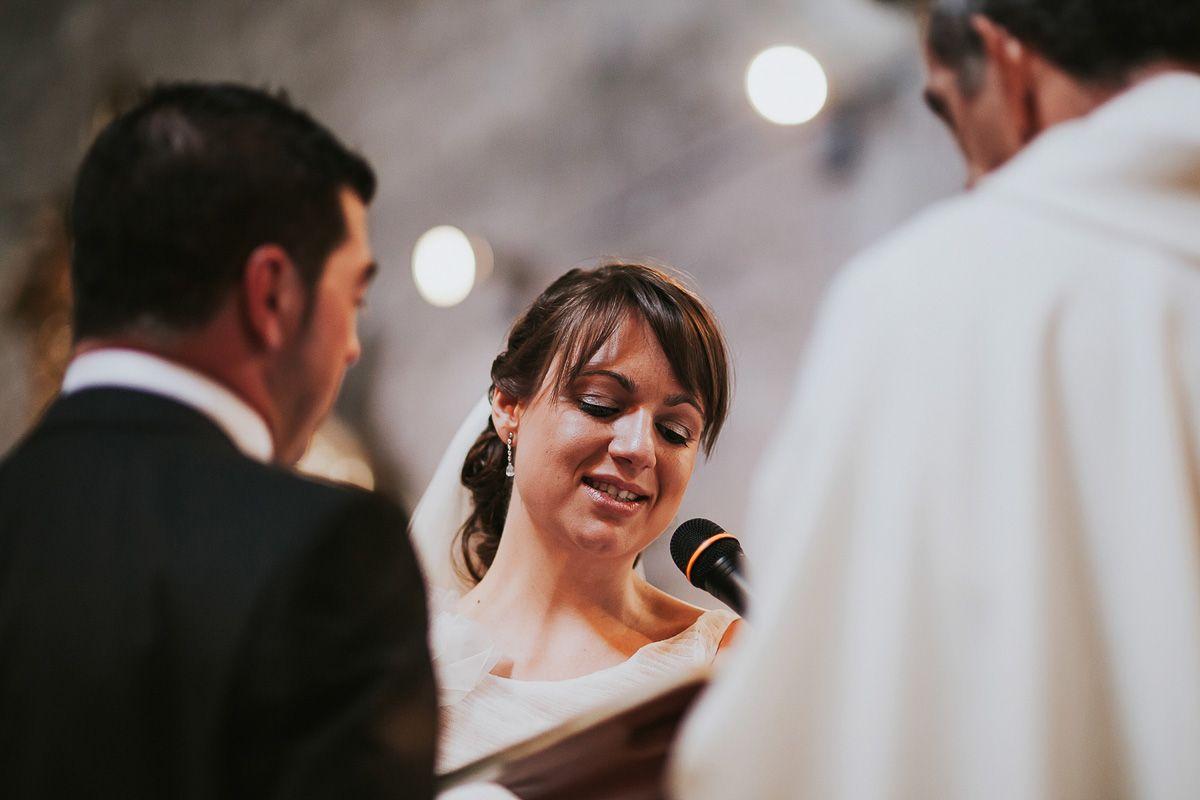 novia leyendo en su boda en Zaratán