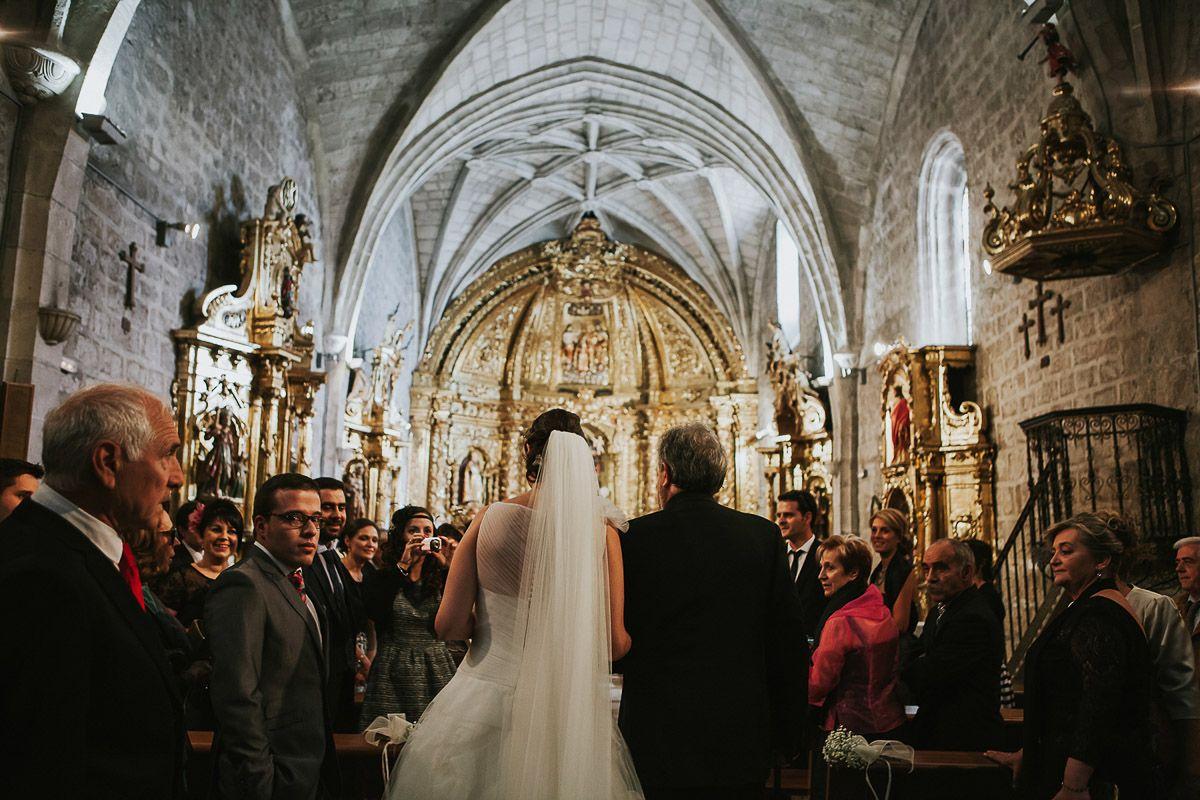 fotografias de boda en Zaratán - novia con su padre en la iglesia