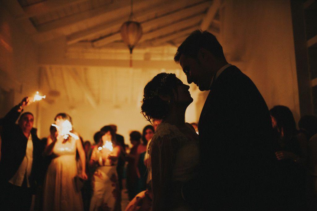reportaje de bodas Valladolid - Finca la Leyenda - baile nupcial contraluz
