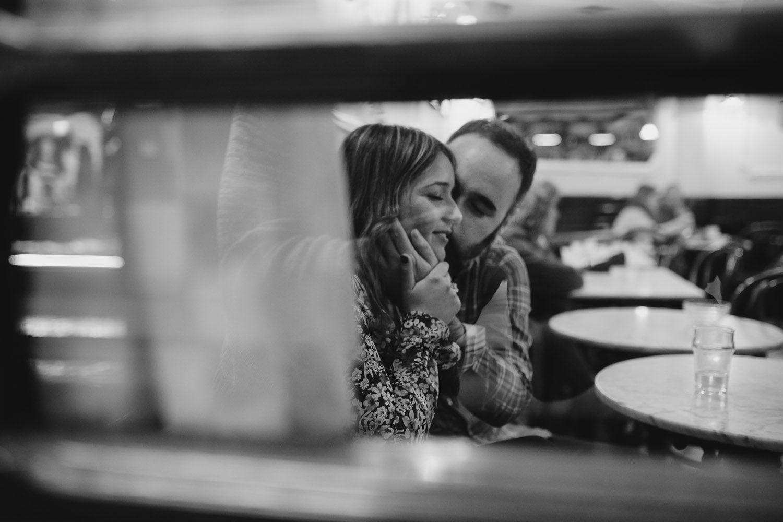 Caricias a través de una ventana - cristal - amor - pareja