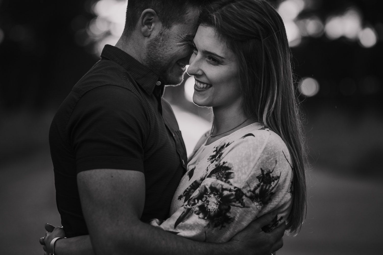retrato cercano de novia sonriendo en Valladolid - fotógrafo bodas