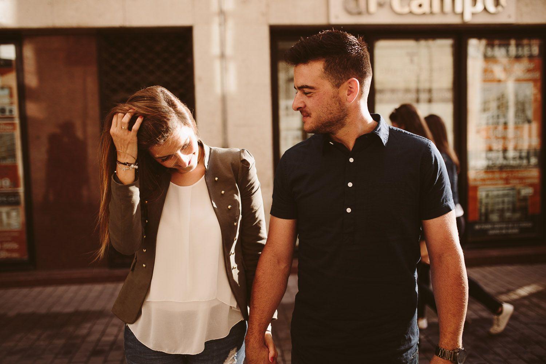 Fotografia de pareja en la calle - preboda valladolid