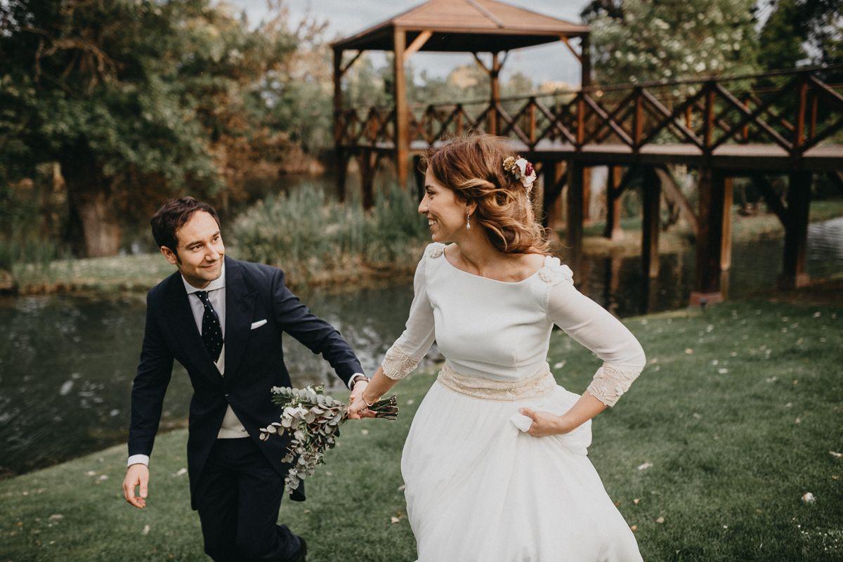 Reportaje de fotógrafo de bodas en Valladolid, pareja casándose en Hotel AC Santa Ana