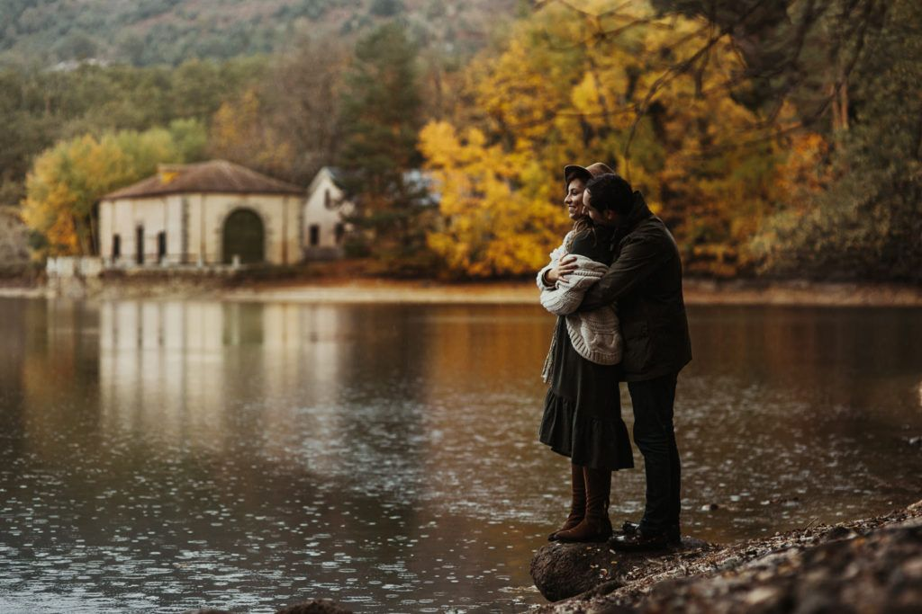 Preboda en La granja de San Ildefonso - pareja - amor - lago