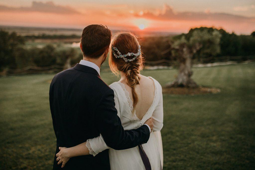 vestido Clara Brea - reportaje boda - fotografía natural - sol - atardecer